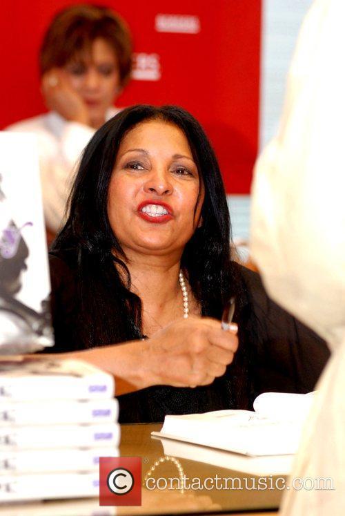 Pam Grier 7