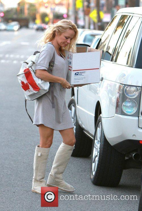 Pamela Anderson shopping for pillows in Venice with...
