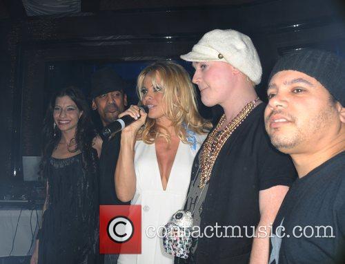 Dj Maria Laina and Pamela Anderson 3