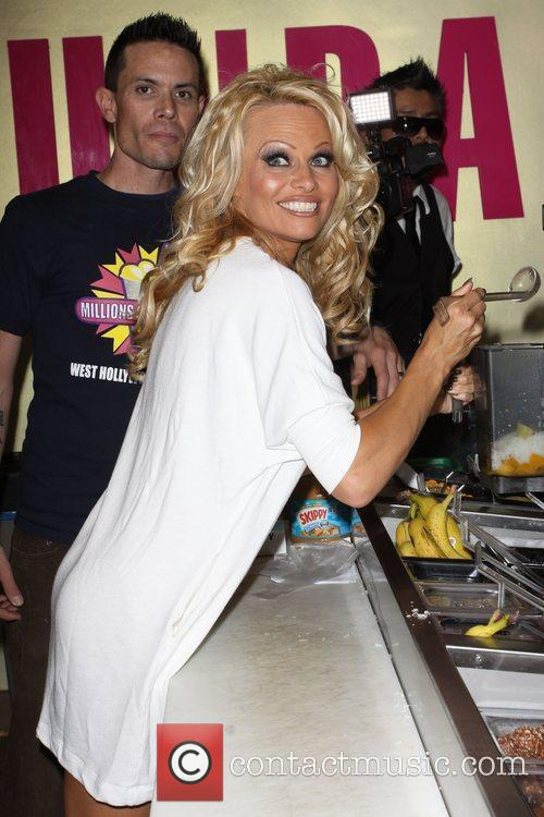 Pamela Anderson 38