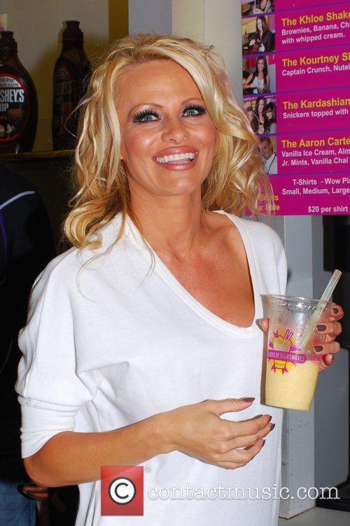 Pamela Anderson 24
