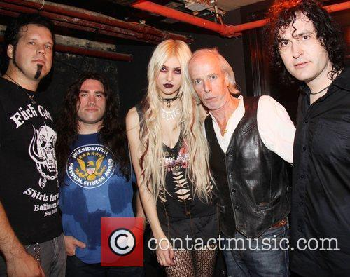Taylor Momsen and band The Pretty Reckless meet...