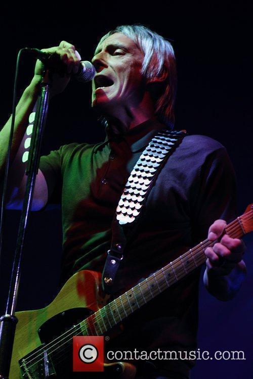 Paul Weller performing in concert