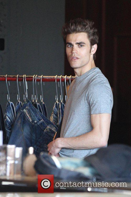 'The Vampire Diaries' star Paul Wesley shops at...