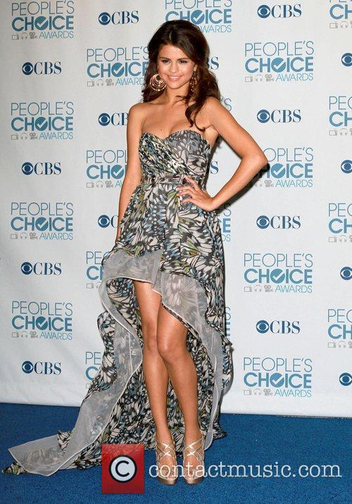 Selena Gomez, Khloe Kardashian and Kim Kardashian 11