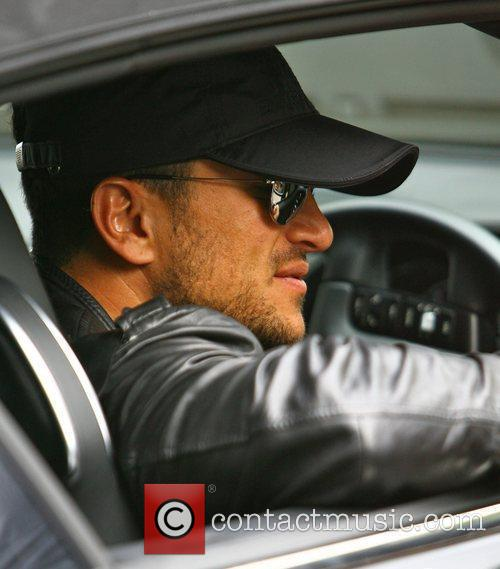 Peter Andre leaving home. Pete shows his support...