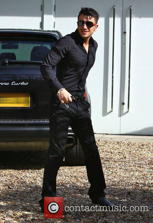 Peter Andre leaving his house