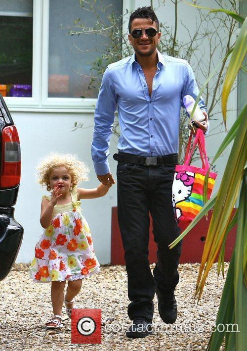 Leaves his house with daughter Princess Tiaamii to...