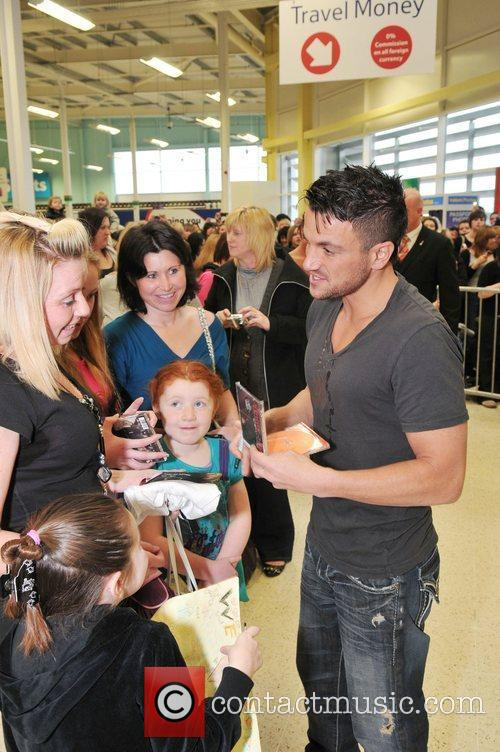 Peter Andre and some fans at Tesco Chesterfield...