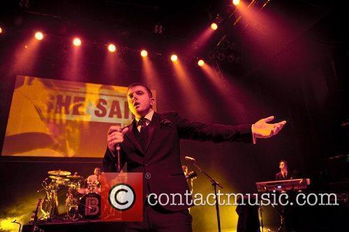 Ben Drew Plan B performing live in concert...