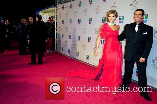 Ana Barbara and Guest Univisions 2010 Premio Lo...