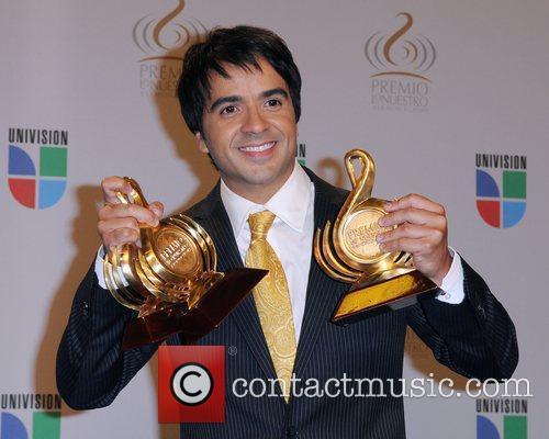 Luis Fonsi  Univisions 2010 Premio Lo Nuestro...