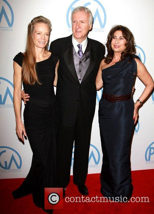 Suzy Amis, James Cameron and Paula Wagner 8
