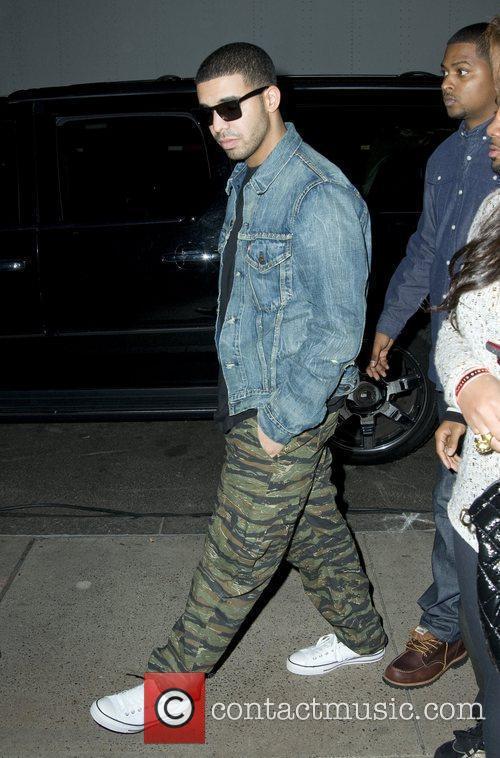 Drake arriving at Radio City Hall