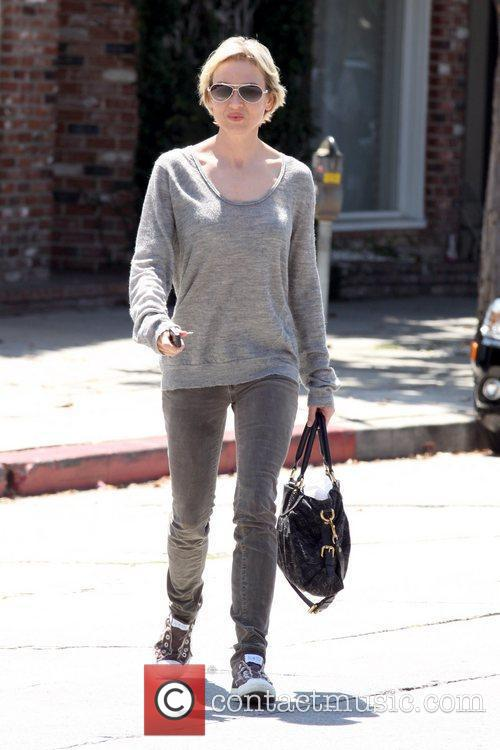 Leaving a salon on Melrose Place