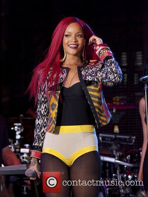 Rihanna and Mtv 11