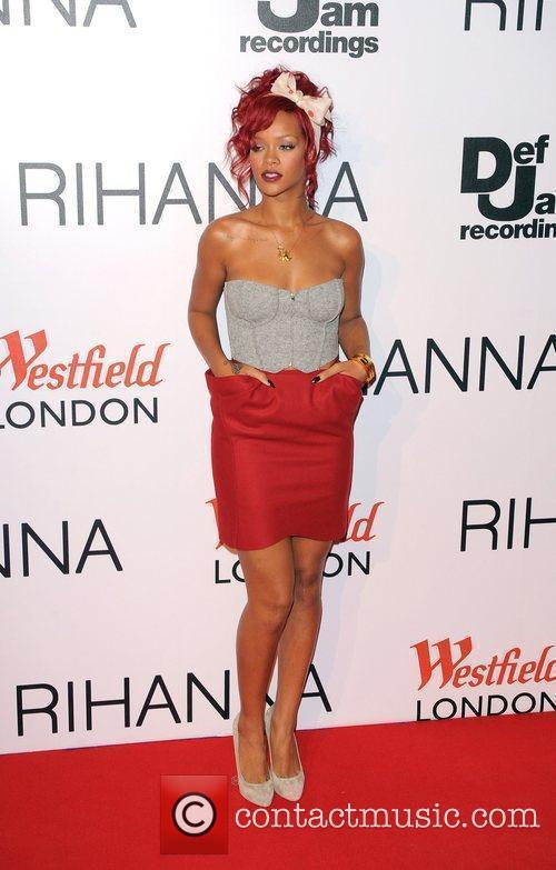 Rihanna, Lights and Switches 7