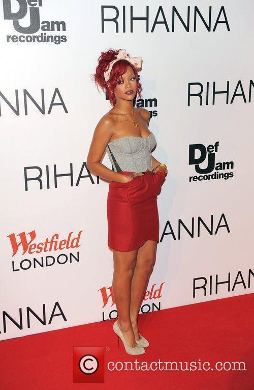Rihanna, Lights and Switches 11