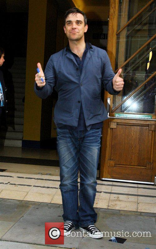 Robbie Williams leaving Broadcasting House