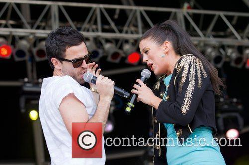 Soulbizness and Zoey Jones Rock in Rio Lisboa...