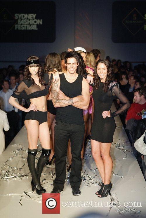 2010 Rosemount Sydney Fashion Festival - Hot In...