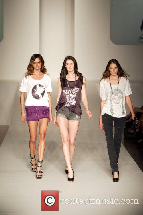 Model 2010 Rosemount Sydney Fashion Festival -Milk And...
