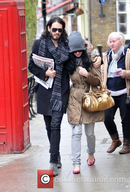 Russell Brand and Katy Perry go for coffee...