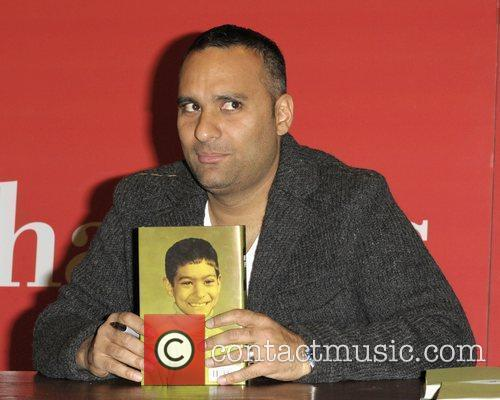 Russell Peters at his autograph session at Chapters...