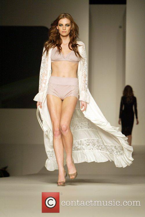 2010 Rosemount Sydney Fashion Festival - Sabatini White...
