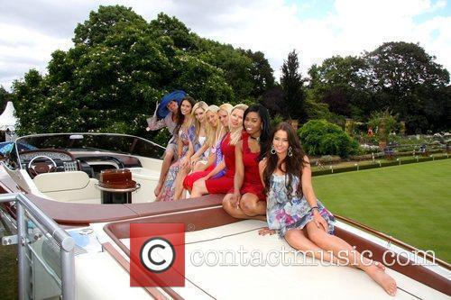 Liz Fuller and Miss Great Britain contestants Salon...