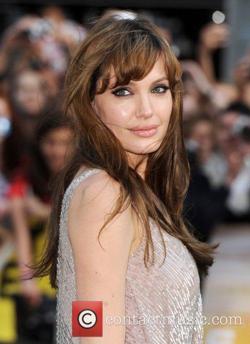 Angelina Jolie 21