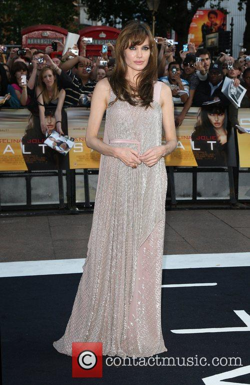 Angelina Jolie 25