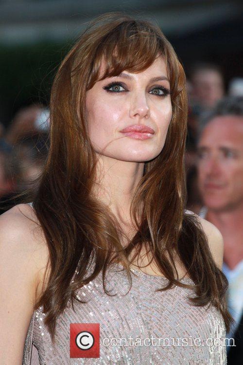 Angelina Jolie 32