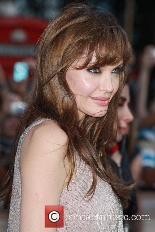 Angelina Jolie 34