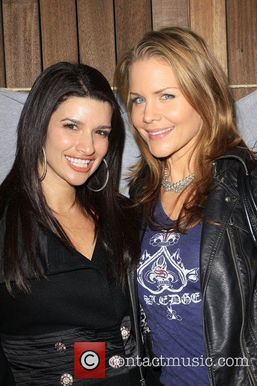 Josie Davis, Friend Gina