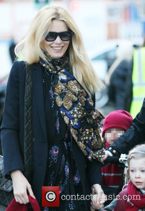 Claudia Schiffer drops her daughter off at school...