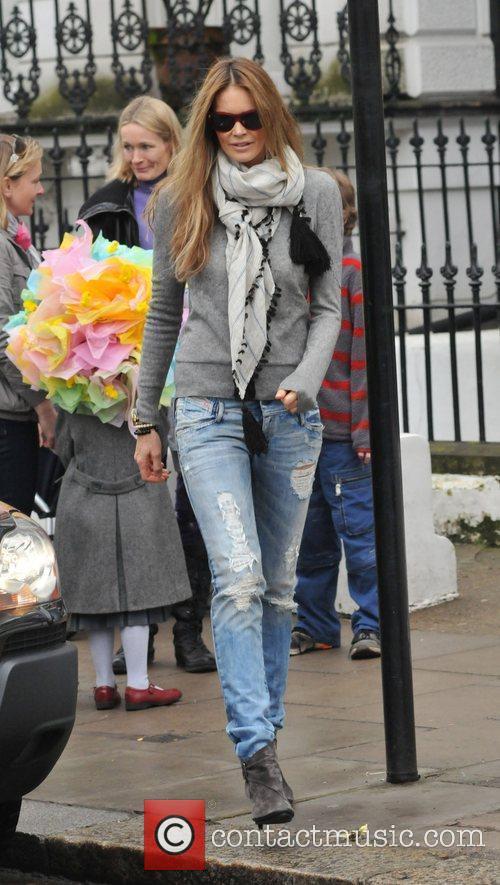 Elle Macpherson picking her children off at school