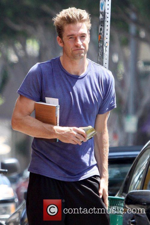 Scott Speedman buying books in Los Feliz Los...