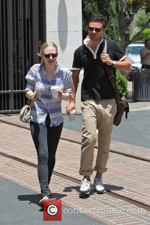 Amanda Seyfried and Dominic Cooper 2