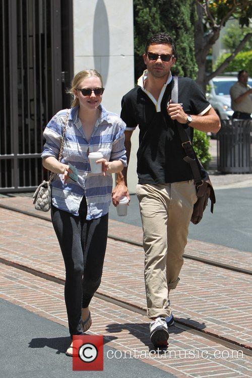 Amanda Seyfried and Dominic Cooper 16
