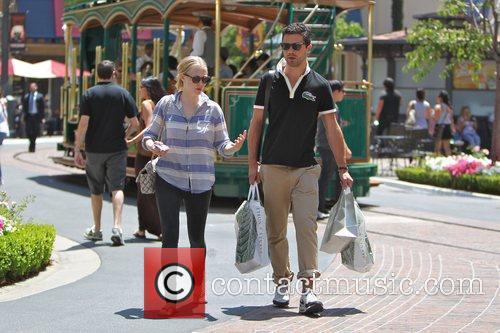 Amanda Seyfried and Dominic Cooper 19