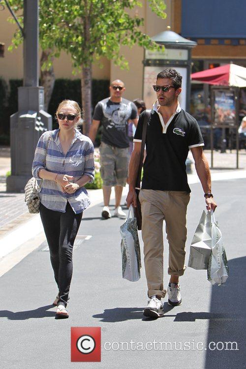 Amanda Seyfried and Dominic Cooper 21
