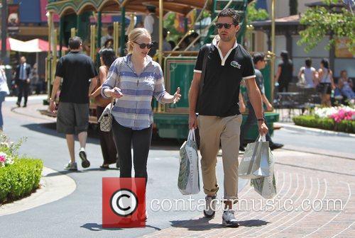 Amanda Seyfried and Dominic Cooper 14