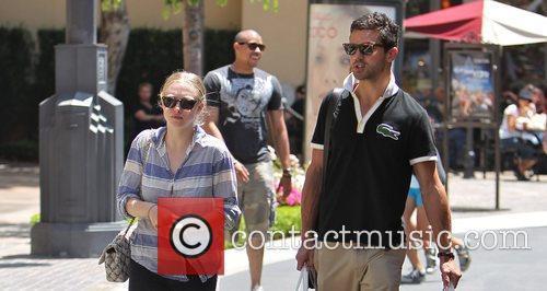 Amanda Seyfried and Dominic Cooper 12