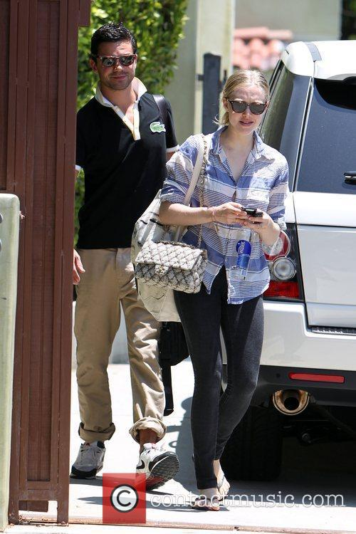 Amanda Seyfried and Dominic Cooper 11