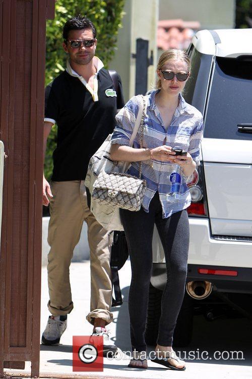 Amanda Seyfried and Dominic Cooper 13