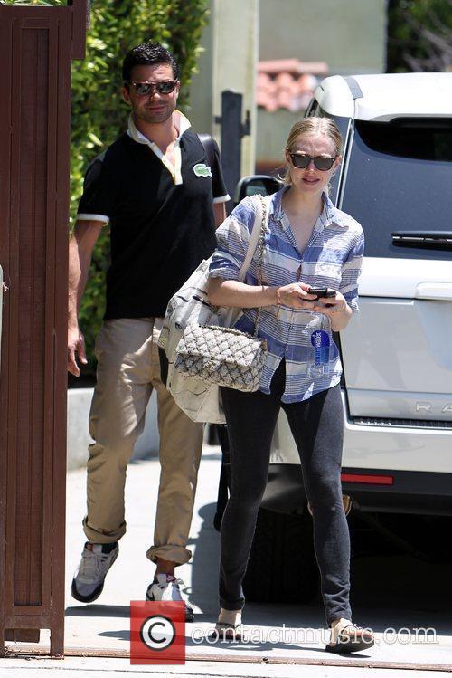 Amanda Seyfried and Dominic Cooper 10