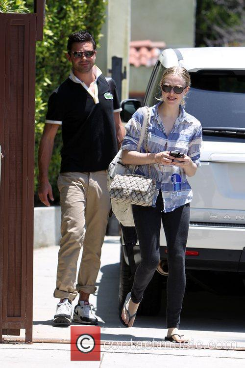 Amanda Seyfried and Dominic Cooper 3