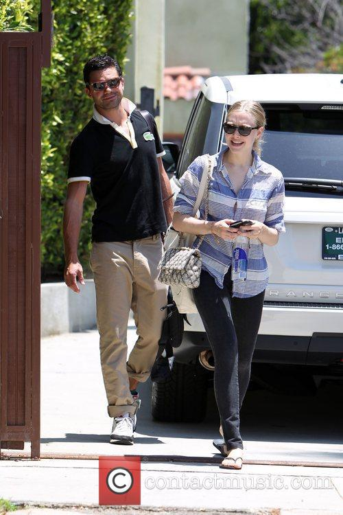 Amanda Seyfried and Dominic Cooper 10
