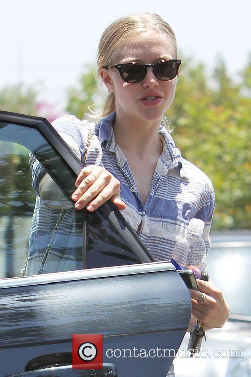 Amanda Seyfried and her boyfriend leaving a personal trainers house in West Hollywood. 5